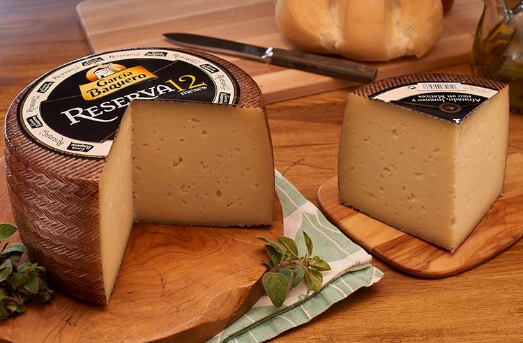 Un buen plato de queso reserva 12 meses de García Baquero, lo mejor para todas las parejas