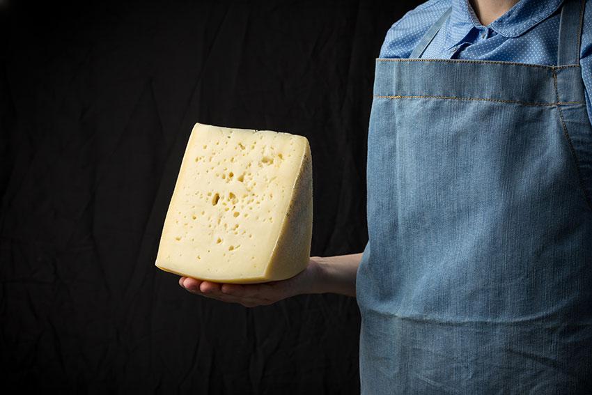 El Afinado del queso, el arte de curar el queso por el Maestro Afinador, como lo hacemos en nuestras bodegas de García Baquero