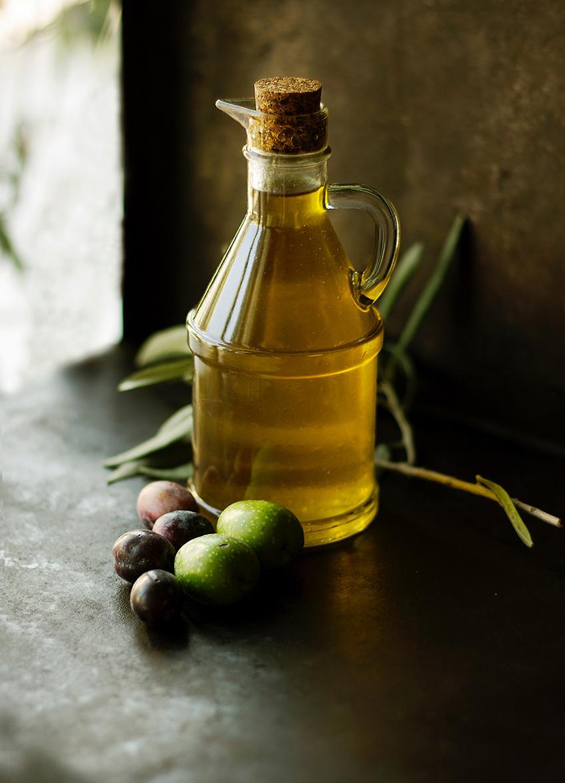 Buenos alimentos García Baquero: aceite de oliva virgen extra (La Victoria, Córdoba) pueblo de la Feria de la Tapa con queso