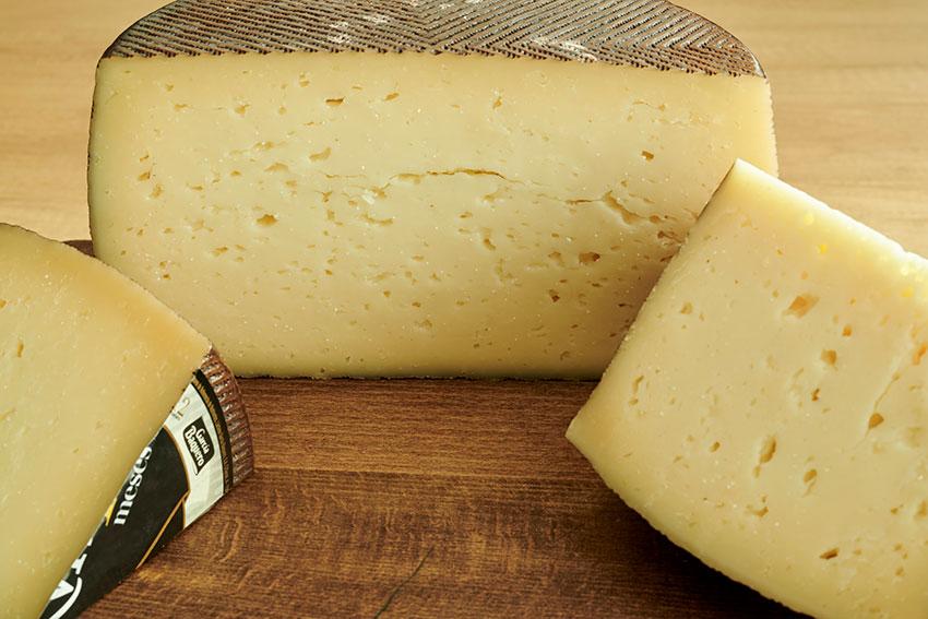Gusto y retrogusto del queso: textura y granulosidad del queso. Cata queso con textura cremosa como los añejos García Baquero