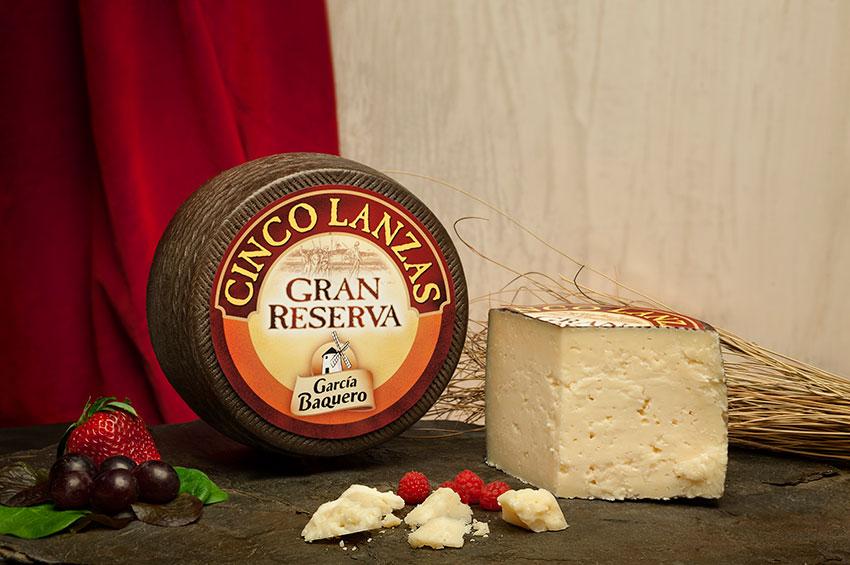 Gusto y retrogusto del queso. Cata queso Gran Reserva Cinco Lanzas García Baquero y aprecia su retrogusto como un frommelier