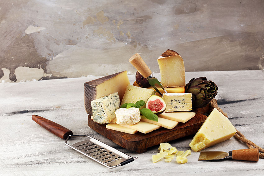 Una breve historia del queso, origen de la leyenda, expansión por el mundo y nacimiento de la industria quesera