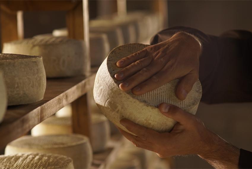 Las cavas: quesos con artesanía, afinado perfecto y maduración especial. El secreto de sus matices, notas y personalidad
