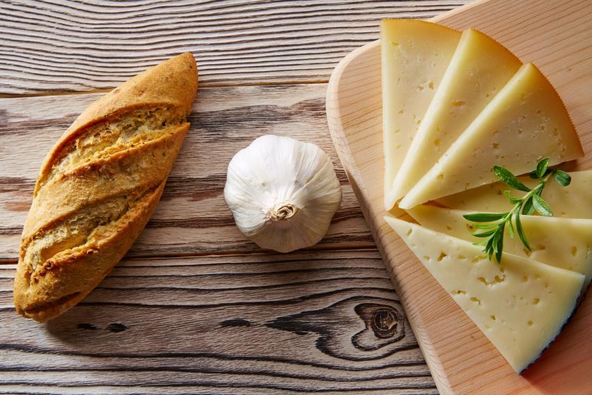 Color del queso manchego elaborado con leche de oveja como el queso manchego  Villacenteno de García Baquero
