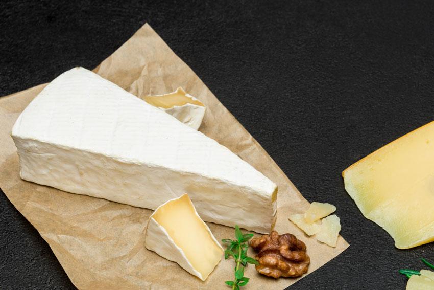 Quesos internacionales: el queso Brie. Un bocado cremoso con sabor a Francia, elaborado con leche cruda de vaca