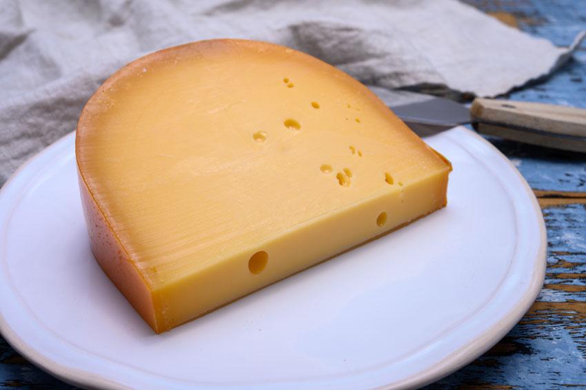 Quesos internacionales: el queso Gouda holandés. Una delicia del siglo XVI con sabor suave y ligeramente dulce