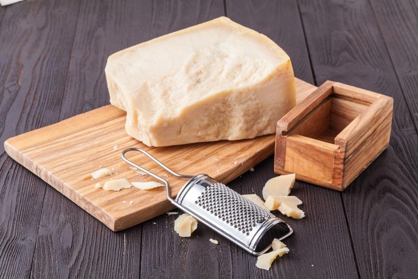 Quesos internacionales: el queso Parmesano. Un queso para rallar, y comer tanto crudo como gratinado en pastas o lasañas