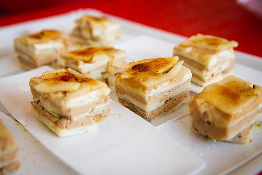 3ª Tapa de la Feria de la tapa con queso de La Victoria: milhojas de queso de cabra y  Viejo 10 meses de García Baquero