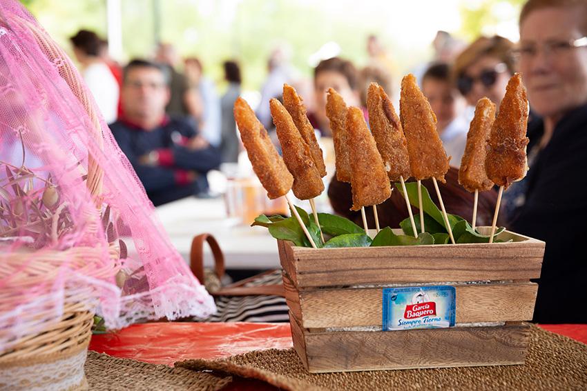 Feria de la tapa con queso de La Victoria.  Tapas vegetales con queso Tierno García Baquero: queso frito con confituras